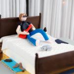 Tort z figurką urodziny