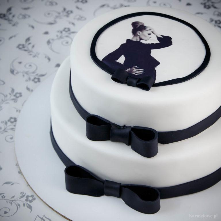 Piętrowy tort ze zdjęciem